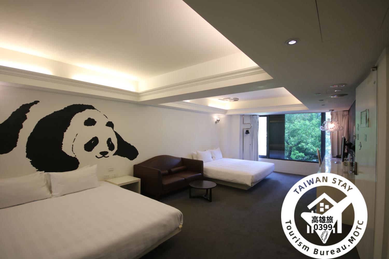 住房人數:4 床型:2 張雙人床(180*210cm) 房間坪數:34.7平方公尺 加床服務:無 窗戶:有 成人定義:滿六歲即視為成人,每房最多加一位成人 加人費:NT$600(含早餐含備
