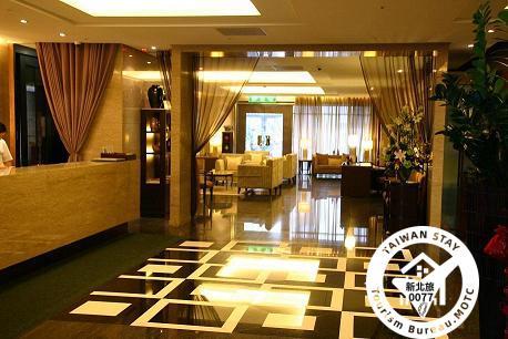 Les Breezy Hotel
