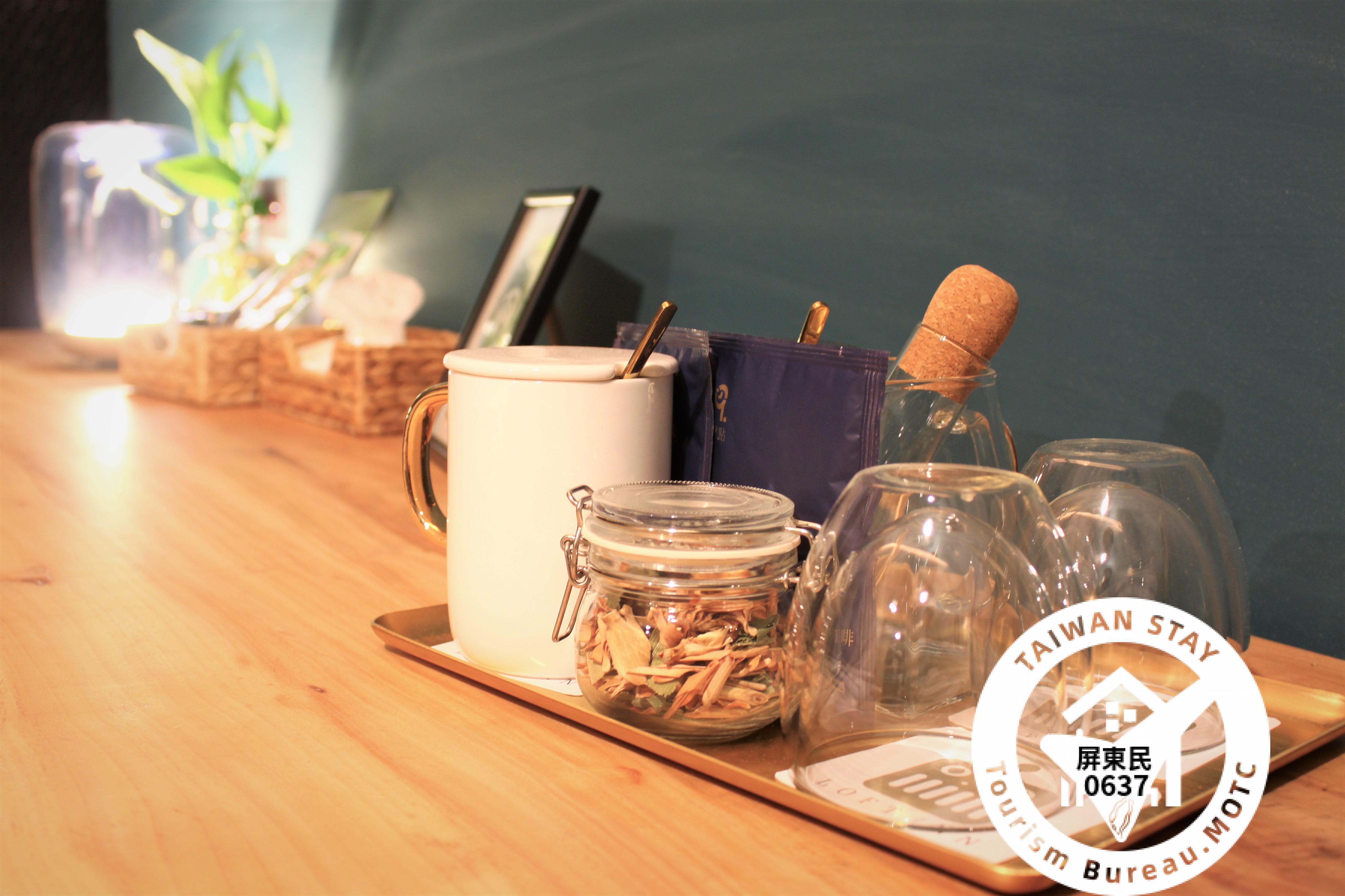 英國Miller Harris頂級奢華香水品牌有機洗沐 進口有機檸檬香茅茶 商務艙專用原豆沖泡咖啡 進口礦泉水,飲品 mini bar全部免費   極致寢具提供您一夜好眠 柔和的光線